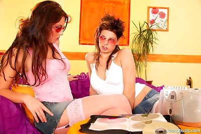 Young lesbians hookup for..