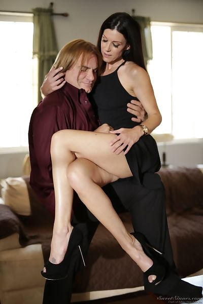 MILF India Summer tries..